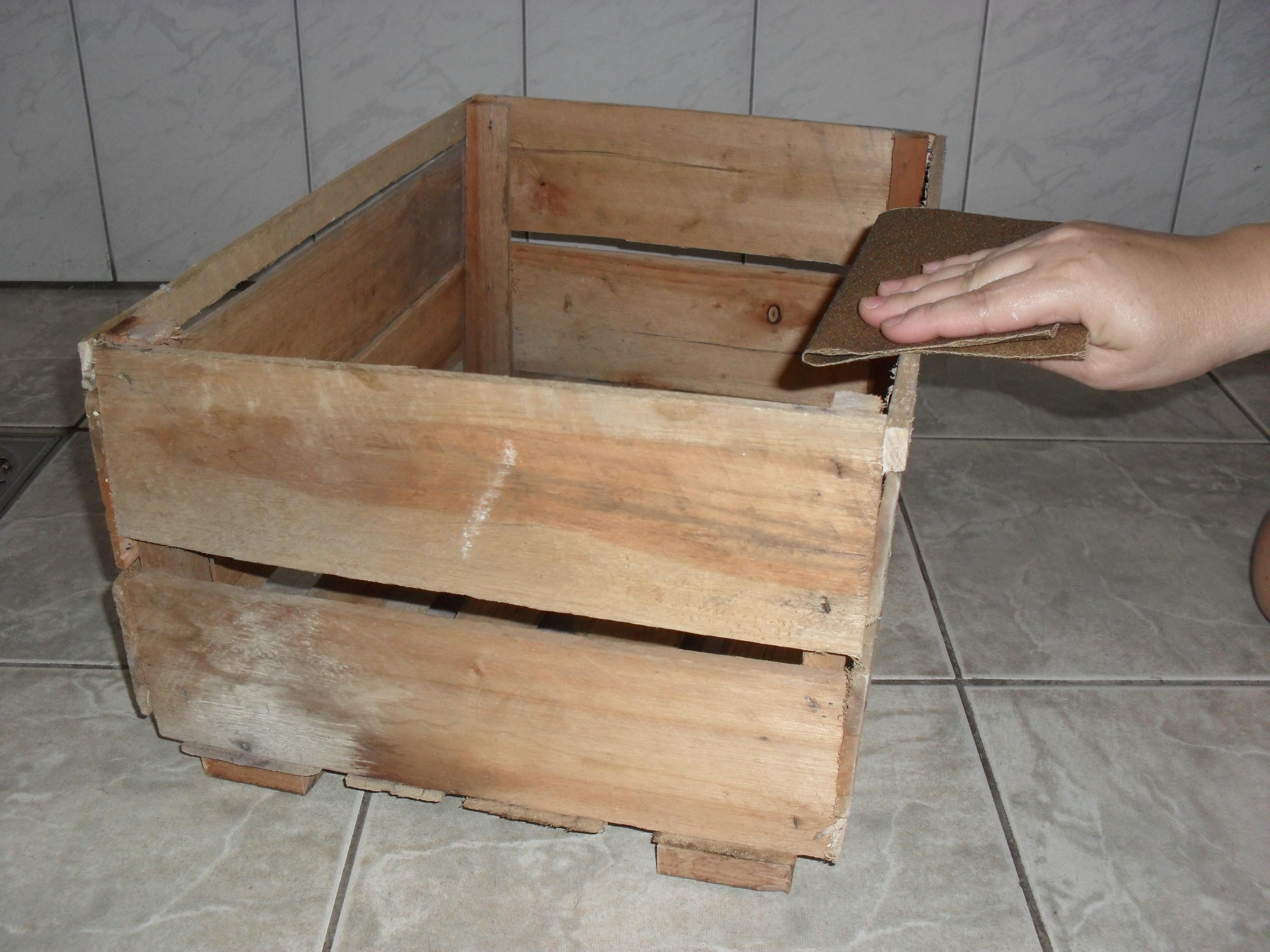 um sarrafo de madeira em 4 pedaços e colocar em baixo da caixa para  #866945 4000x3000