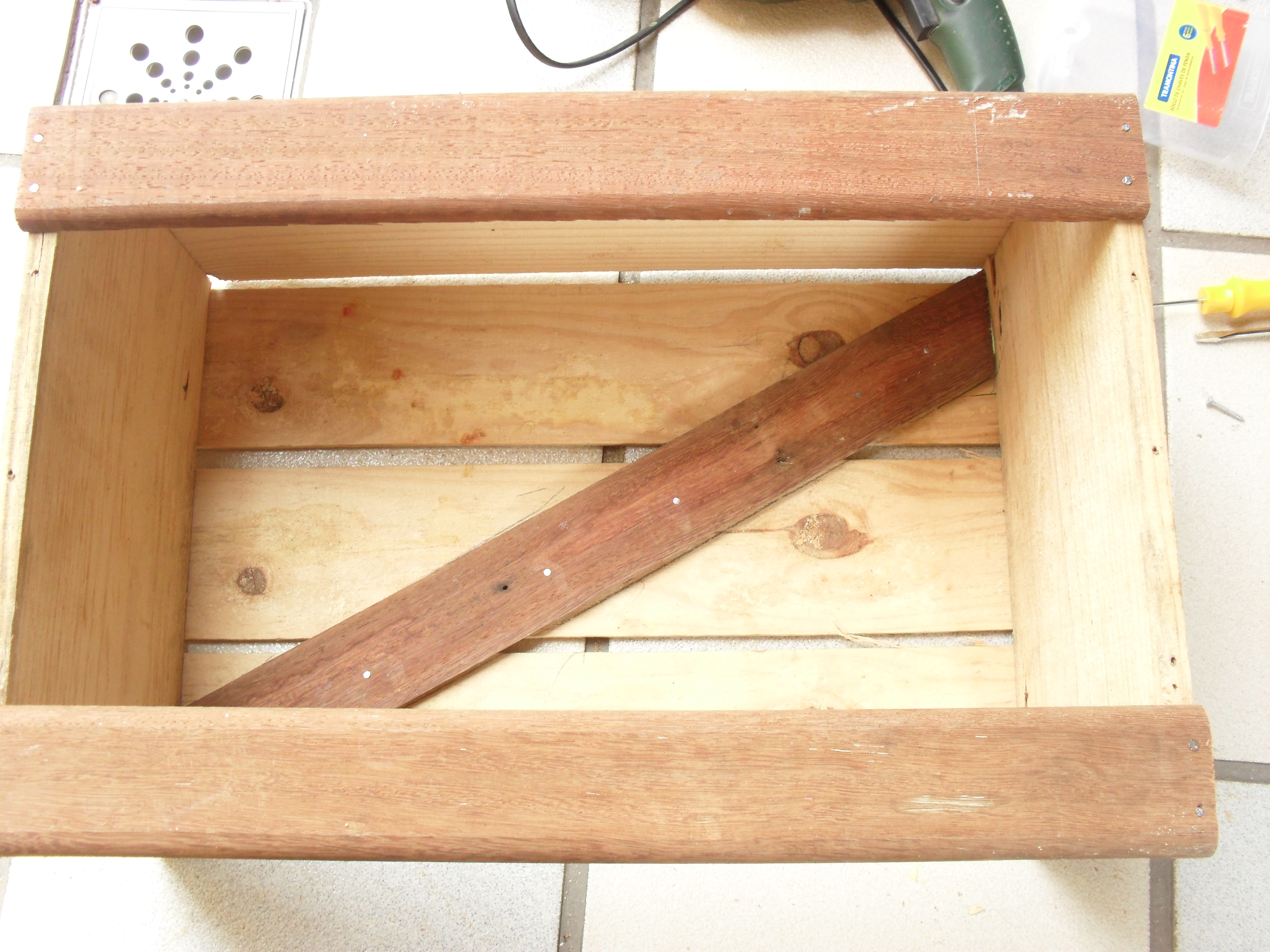 Banquinho de leitura de caixa de madeira reciclável Historiarte  #A56926 4000x3000
